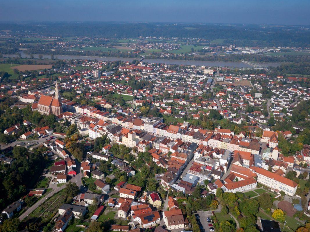 Luftbild des Neuöttinger Stadtplatzes